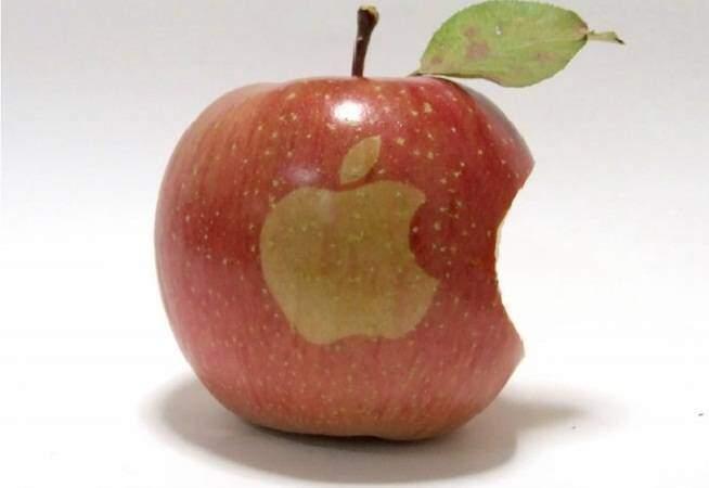 Compri due iPhone e ti ritrovi due mele! E' successo veramente!