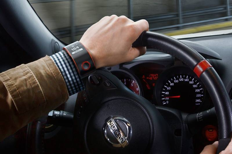 Nissan_Nismo_Watch_In_Car-lg