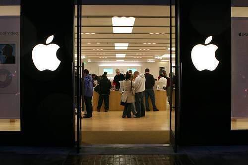 iPhone 5S e 5C: al via la commercializzazione in 9 paesi, ma le scorte sono limitate