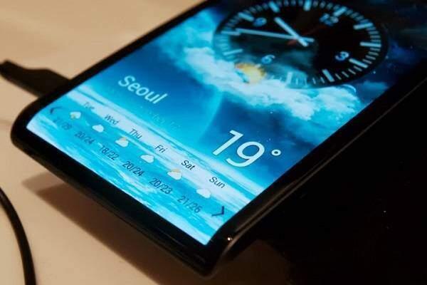 Samsung: prime presunte immagini del primo Galaxy con display curvo