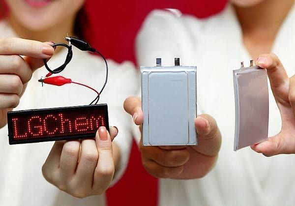 LG: oggi le batterie curve, in futuro quelle flessibili