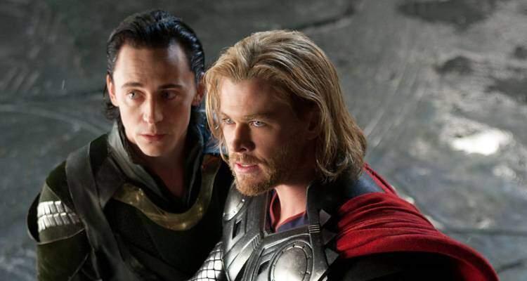 Tom Hiddleston (Loki) nei panni di Thor: meglio di Chris Hemsworth? (screen test)