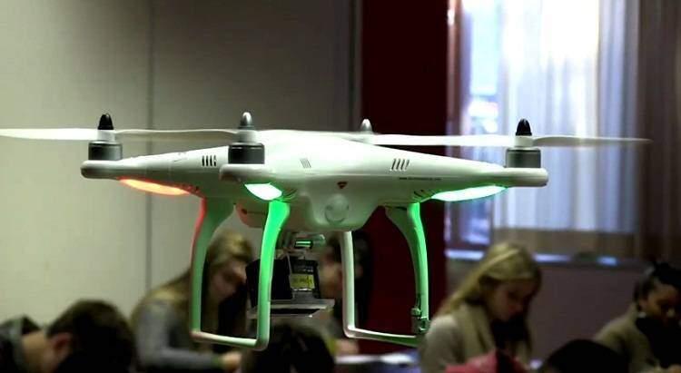 Addio copiature! Arriva il drone che sorveglia gli studenti durante gli esami!