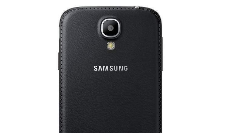 """Samsung Galaxy S4 e S4 Mini """"black edition"""": ecco la nuova versione stile """"pelle""""!"""
