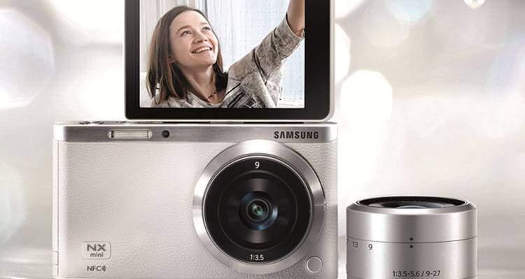 Samsung NX Mini selfie