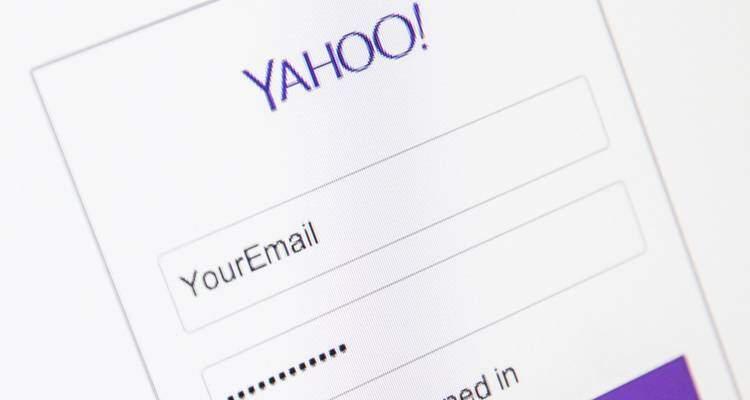 Yahoo: addio login tramite Facebook e Google