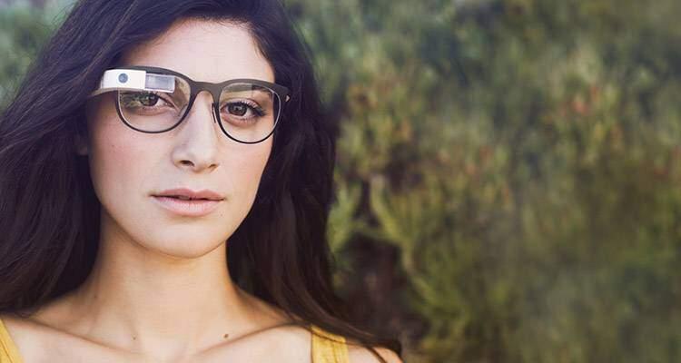 Locandina con i Google Glass