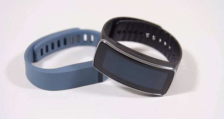 Samsung Gear Fit vs. Fitbit Flex: video confronto approfondito!