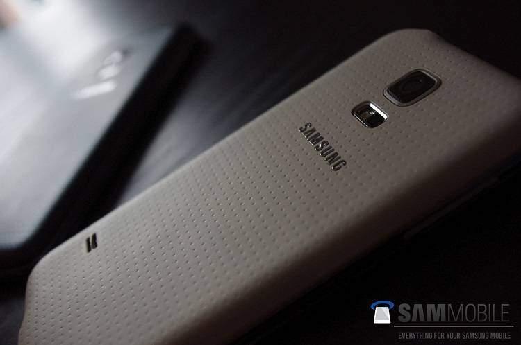 Samsung Galaxy S5 Mini: le prime foto mostrano un design identico a S5