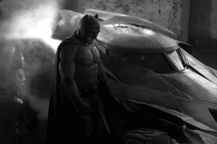 Ben Affleck nei panni di Batman: ecco la prima foto insieme alla Batmobile!