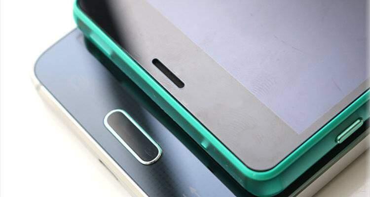 Samsung Galaxy Alpha e Xperia Z3 Compact a confronto in foto