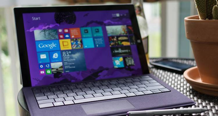 Foto del Surface Pro 3 di colore viola