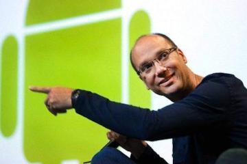 Foto di Andy Rubin con il logo di Android
