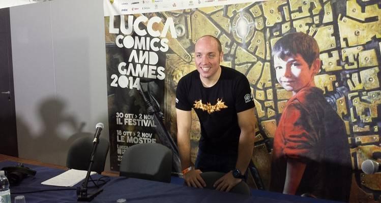 Gaz Deaves durante la conferenza stampa di presentazione di Batman Arkham Knight