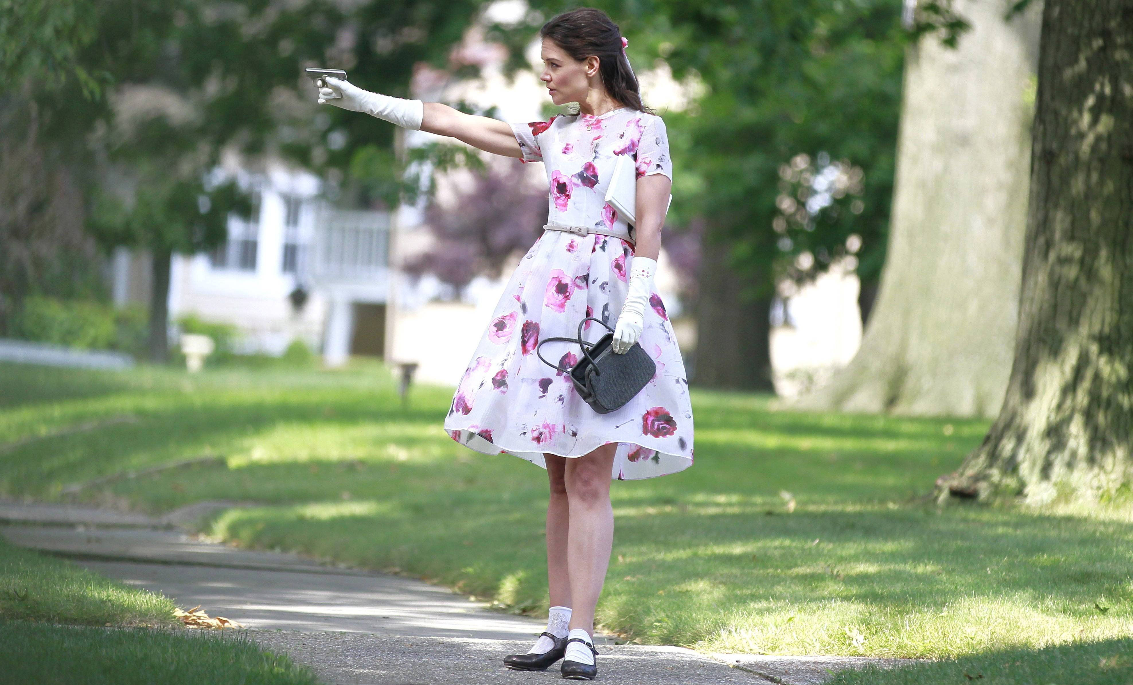 Miss Meadows, Katie Holmes diventa insegnante modello con pistola