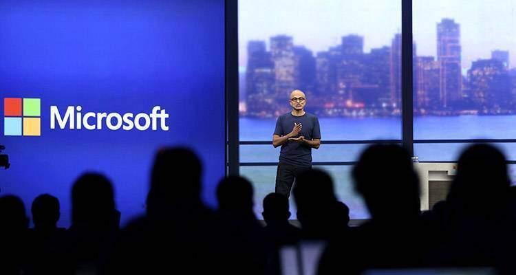 Satya Nadella, CEO di Microsoft, mentre parla a un recente evento stampa. L'azienda di Redmond ha presentato un Q1 2015 molto positivo.