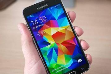 Foto che mostra la parte frontale del Samsung Galaxy S5
