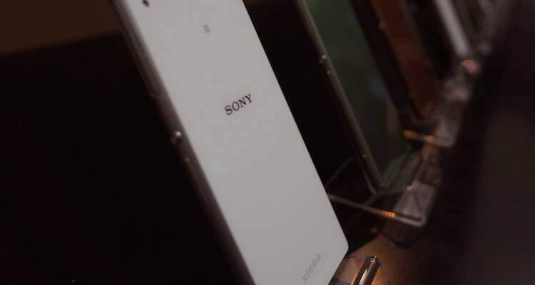 Foto che mostra il retro dello smartphone Sony Xperia Z3