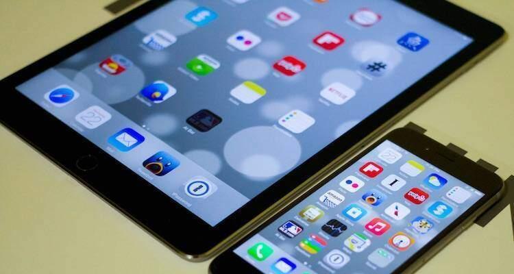 Foto in cui sono presenti il nuovo iPad e il nuovo iPhone