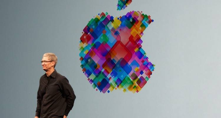 Tim Cook è gay, la Russia toglie il monumento a Steve Jobs