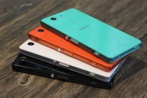Foto che mostra un insieme di Sony Xperia Z3 Compact