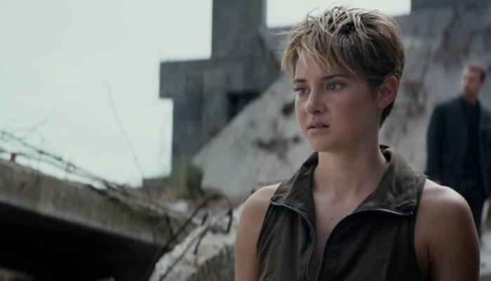 La protagonista, pensierosa, di Insurgent