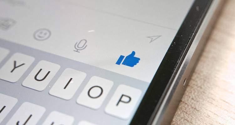 Foto che mostra l'app Facebook Messenger su iPhone
