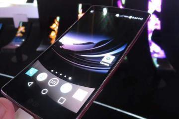 Foto che mostra il nuovo smartphone LG G Flex 2