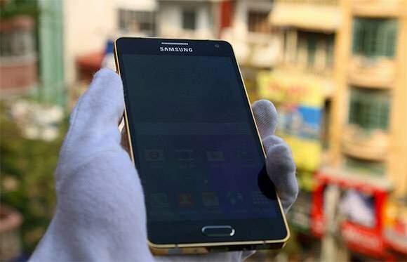 Samsung Galaxy A5, spunta una versione placcata in oro