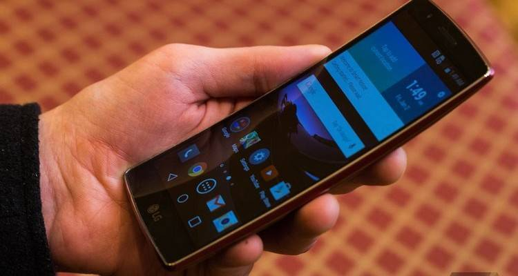 Immagini hands-on di LG G Flex 2