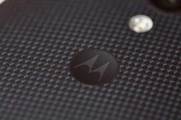Foto che mostra la parte posteriore del Motorola Moto X