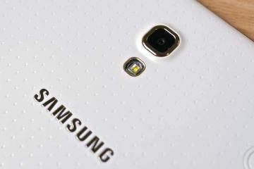 Foto che mostra la parte posteriore del Galaxy Tab S di Samsung