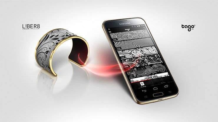 Tago Arc: braccialetto con E-ink che cambia design!