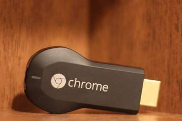 Foto in primo piano di Google Chromecast