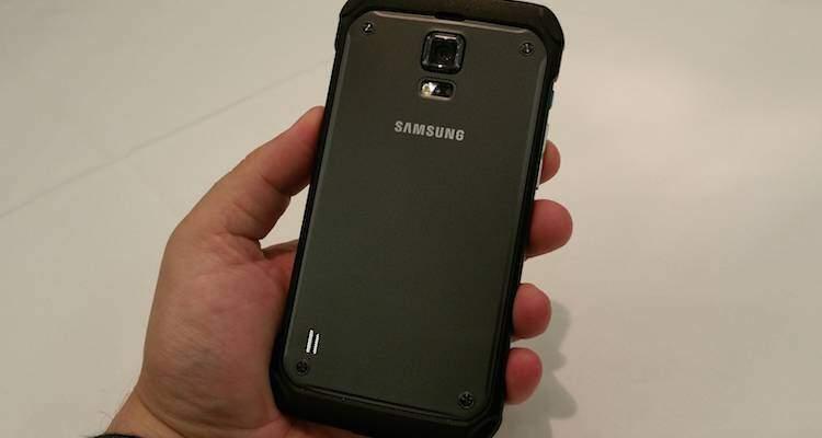 Samsung Galaxy S6 Active, slot SD e batteria removibile