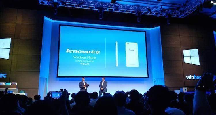 Foto che mostra l'annuncio di Microsoft dell'ingresso di Lenovo nel settore degli smartphone Windows