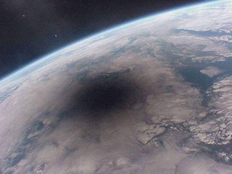 Immagine dell'ESA che mostra l'eclissi solare del 20 marzo 2015 vista dallo spazio