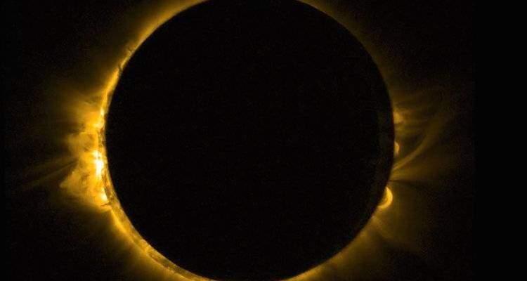 Eclissi solare, l'immagine mozzafiato dallo spazio