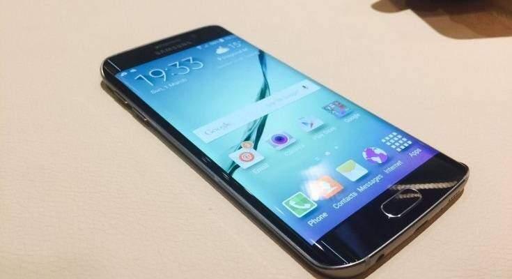 Samsung galaxy s6 edge in esposizione al mwc 2015