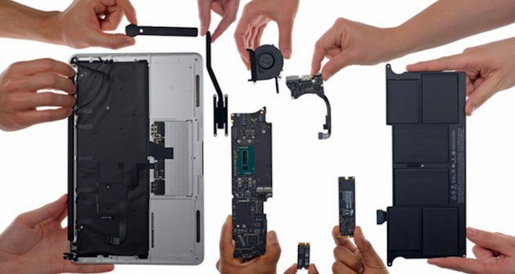 Foto del teardown di iFixit dei nuovi MacBook Air da 11 e 13 pollici