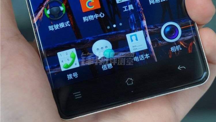 Nuove immagini di Oppo R7 con schermo senza bordi!