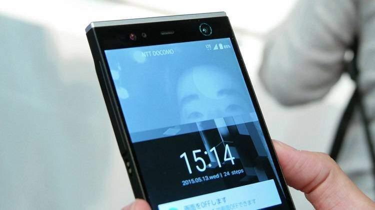 Fujitsu, presentato il primo smartphone Android con scanner dell'iride