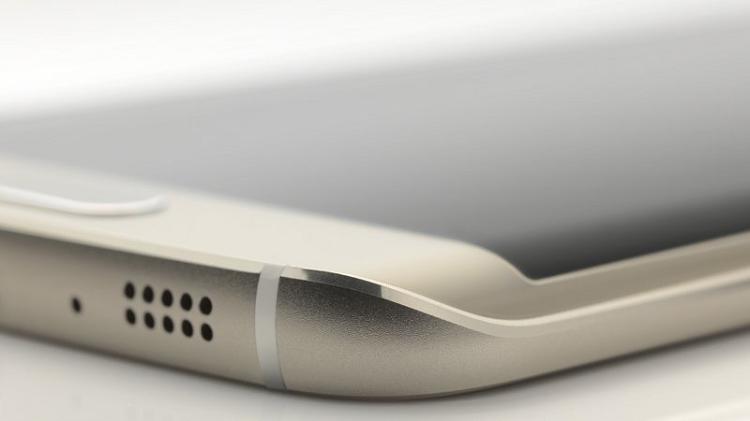 Samsung Galaxy Note 5 segue S6: speaker sul bordo inferiore