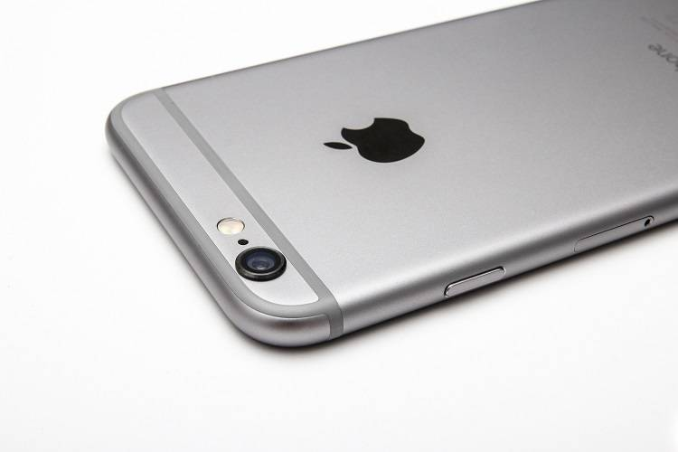 iPhone 7, addio alle strisce in plastica?