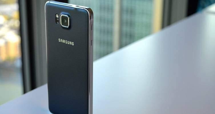 Samsung Galaxy Alpha in aggiornamento: Lollipop per Vodafone e Tre