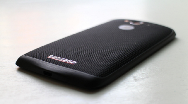 Motorola DROID Turbo 2 super resistente! La prova in un video