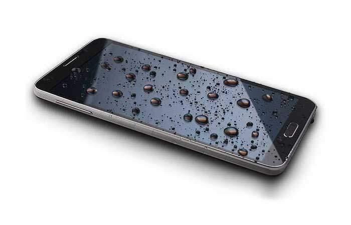 Smartphone caduto in acqua? Ecco cosa fare!