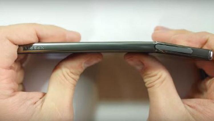 Sony Xperia Z5 Premium di nuovo al centro di stress test