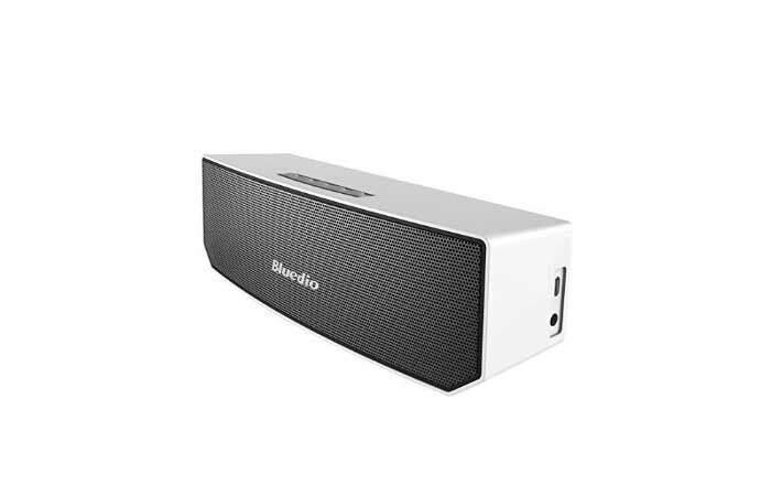 Accessori smartphone in offerta: speaker Bluetooth, caricabatterie e ricevitore!