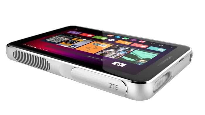 ZTE SPro Plus al MWC 2016: proiettore portatile e tablet insieme!
